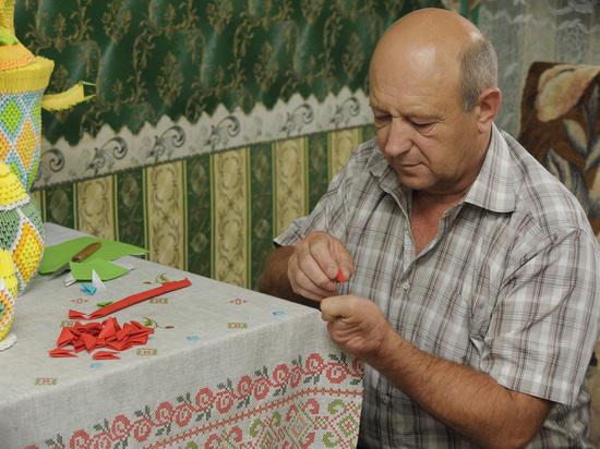 Беспалый библиотекарь из Кантемировского района освоил вышивку икон и технику оригами