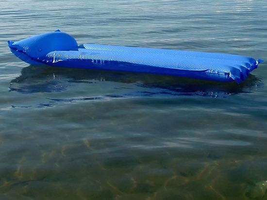 В Чувашии спасли трех человек, которых на матрасе унесло от берега