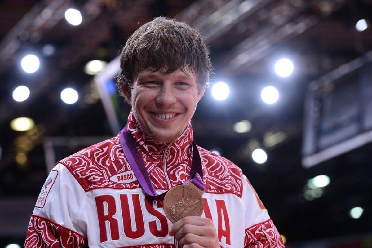 Известные русские спортсмены серыми глазами, вуку кончил в пизду фото