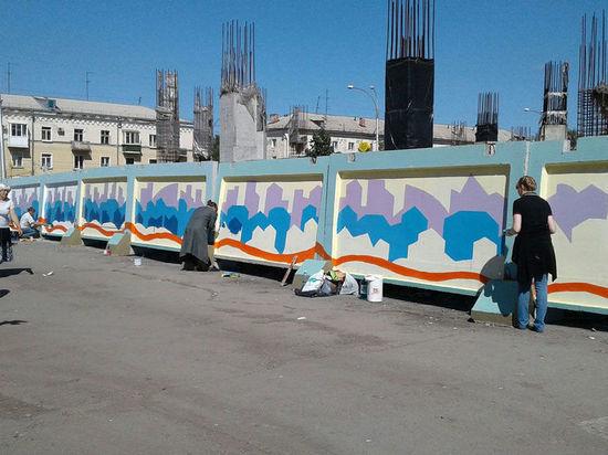В Кемерове серые плиты на швейной фабрике заиграют яркими красками