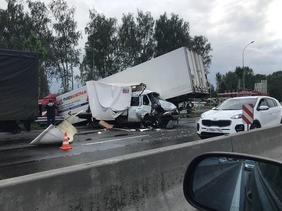 «Газель» и грузовик столкнулись на Московском шоссе в Нижнем Новгороде