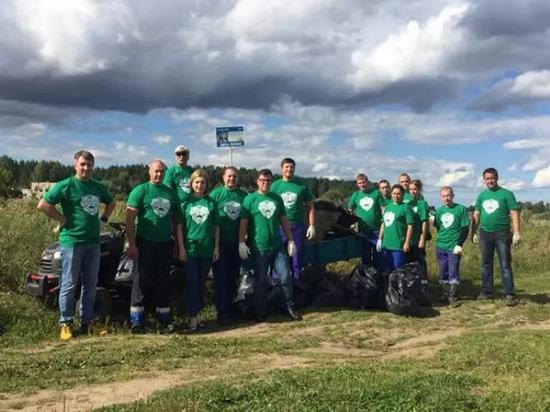 Активисты «Экодесанта» и жители Мышкина убрали мусор с набережной Волги