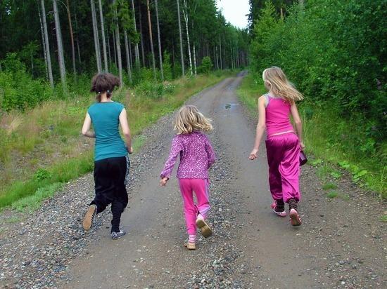 Насилие в приемных семьях: нужно ли уменьшать число детей