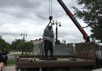 В Омске потихоньку устанавливают долгожданный памятник Ульянову