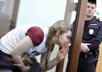 Юных активисток «Нового величия» Павликову и Дубовик выпустили из СИЗО