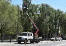 В Астрахани заменяют осветительные приборы