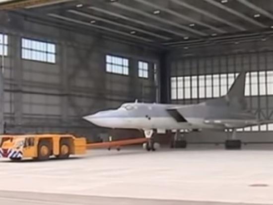 Видео выкатки нового российского бомбардировщика попало в сеть