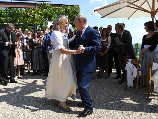 В Кремле рассказали, что Путин подарил главе МИД Австрии