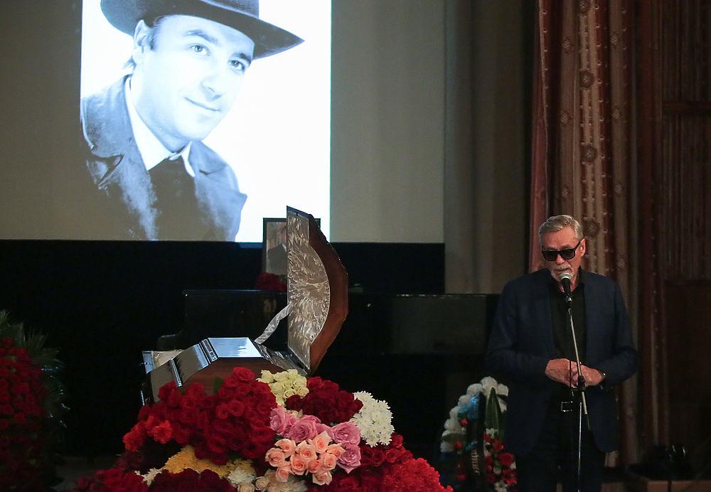 В Москве простились с поэтом-песенником Николаем Зиновьевым: скорбные фото