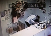В Оренбурге задержали мужчину, нападавшего на цветочные павильоны