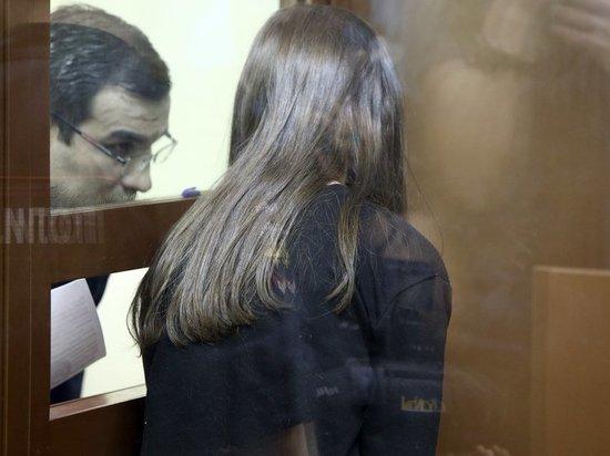 Мосгорсуд оставил одну из сестер Хачатурян под стражей