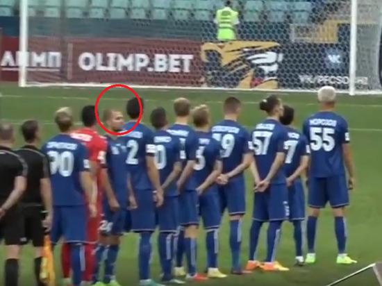 Отвернувшегося от флага РФ украинского футболиста предложили наказать