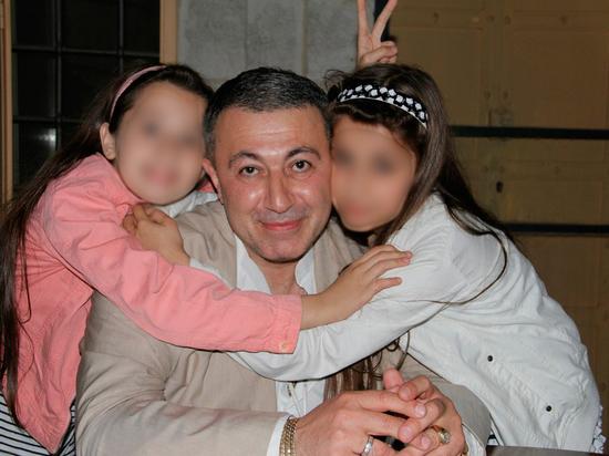 Три сестры, задержанные за убийство отца-тирана, признали свою вину