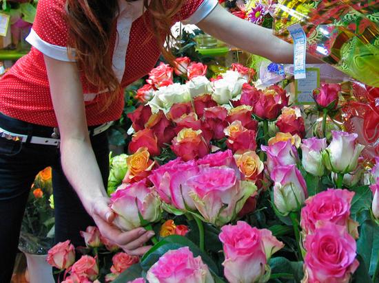 Продавщицу цветочного магазина в Москве отравили в преддверии 1 сентября