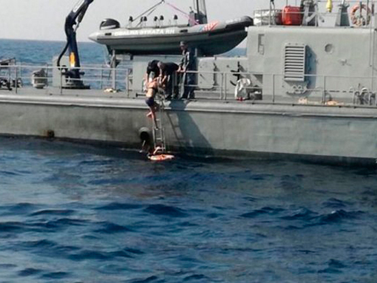 Выпавшая за борт британка рассказала о проведенных в море часах