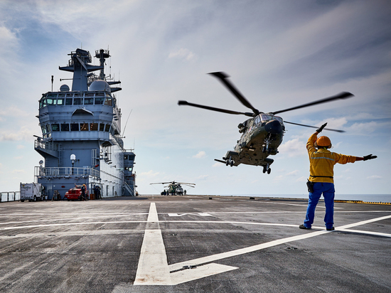 Эксперты объяснили, чем обернется для России экономия на вертолетоносцах