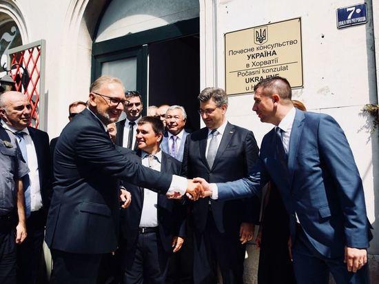 В Хорватии открыли консульство Украины с ошибкой на табличке
