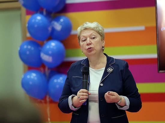 Васильева передумала: министр выступила против ужесточения правил усыновления