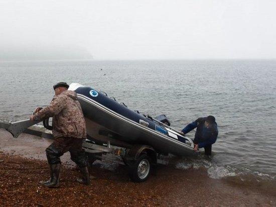 Спасатели организовали лодочную переправу в Приморье