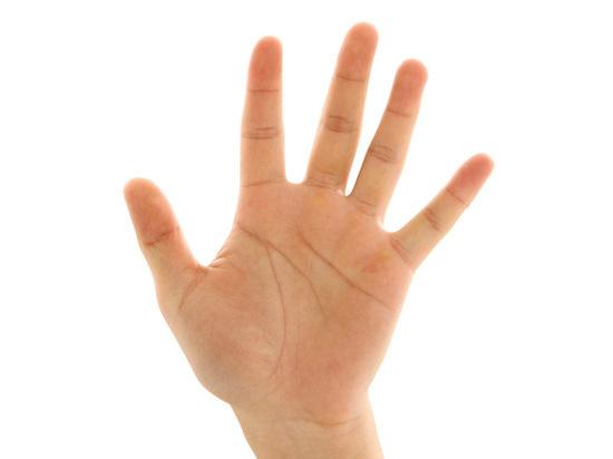 Учитель московской школы отрезал себе три пальца на руке