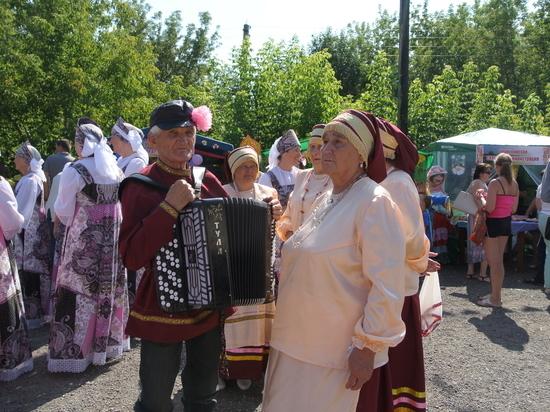 На Яблочный Спас в Чернухе прошел фестиваль меда