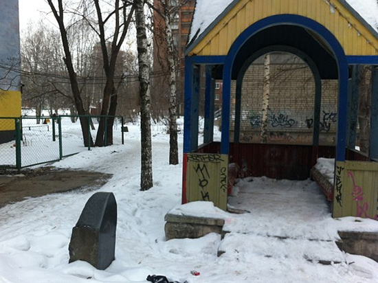 On the playground found a monument to the criminal authority: who he is