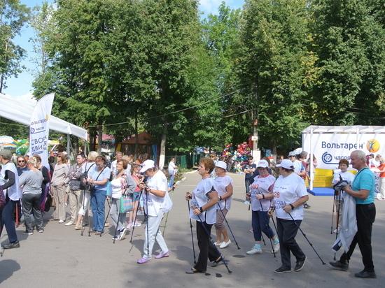Фестиваль скандинавской ходьбы прошел в парке «Швейцария»