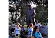 24 августа на площади около Омского академического театра драмы торжественно открыли памятник знаменитому вахтанговцу, народному артисту СССР Михаилу Ульянову