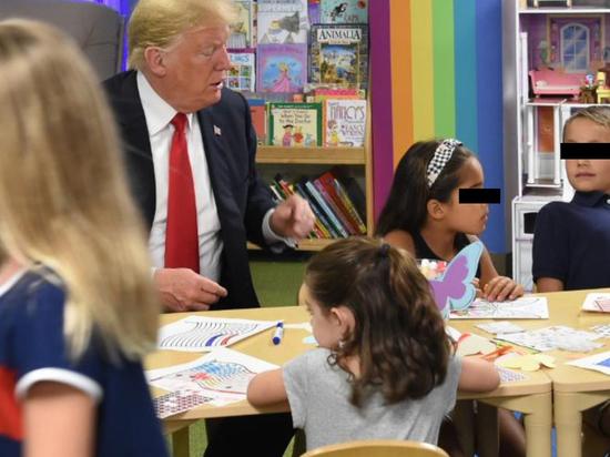 Трамп раскрасил флаг США в стиле российского триколора