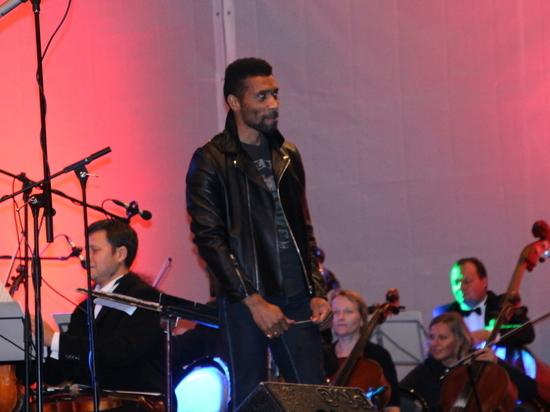 Симфоническим оркестром Карельской филармонии дирижировал человек в «косухе»