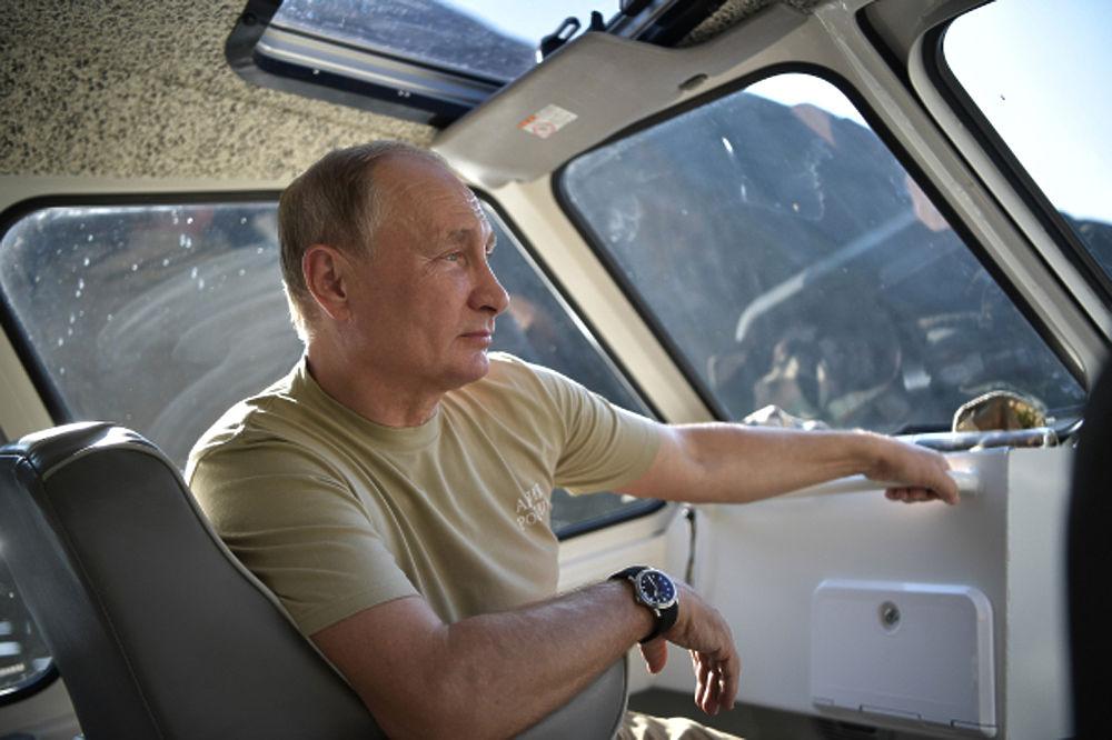Опубликованы кадры крутого отдыха Путина в Туве