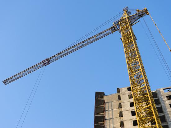 Официальные данные Минстроя – 6,5 тысяч человек, не получивших свое жилье вовремя