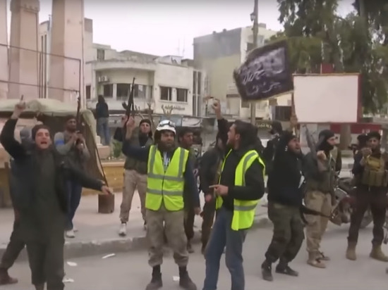 «Белые каски» доставили отравляющие вещества насклад боевиков всирийский Саракиб