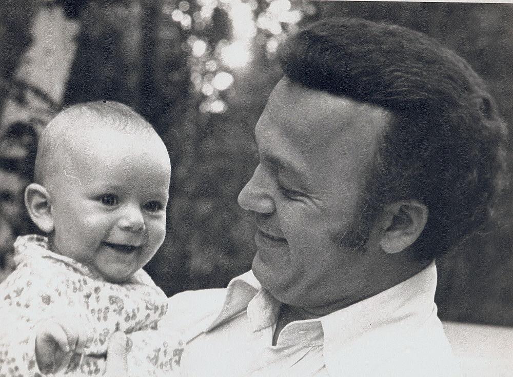Уникальные кадры из архива Кобзона: детство, свадьба, застолья