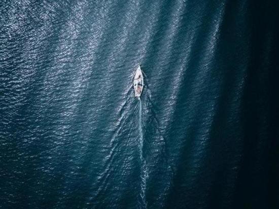 Корабль или диван: в интернете спорят об удивительной фотографии