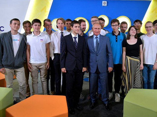 В День знаний Путину показали Навального