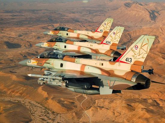 Склад сбоеприпасами взорвался вовремя ракетного обстрела под Дамаском