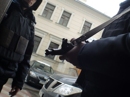 Shot from a pistol in an apartment building in St. Petersburg