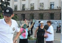 Украинские националисты совершили нападение на людей, пришедших почтить память народного артиста СССР Иосифа Кобзона в Одессе