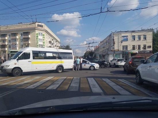 Следователи проводят проверку по факту ДТП с маршрутным такси в Твери