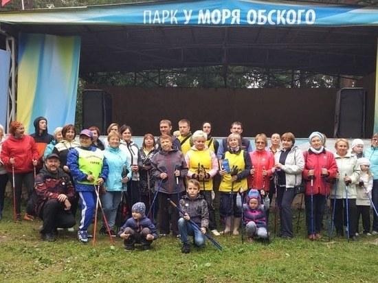 В парке «У моря Обского» прошел фестиваль скандинавской ходьбы