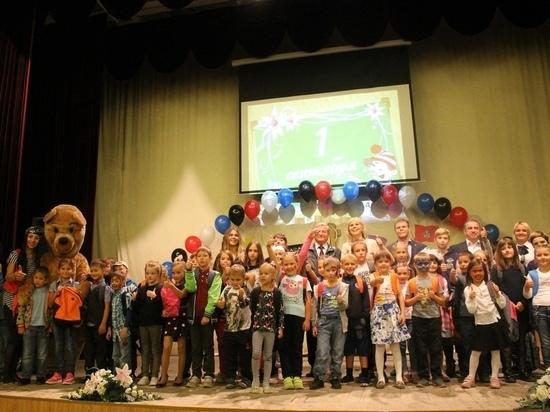 Десяткам новосибирских первоклассников помогли собраться в школу