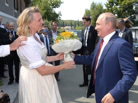 Главу МВД Австрии заподозрили в секретной работе на Россию