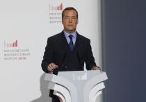 Медведев и члены правительства запутались в налогах и обещаниях