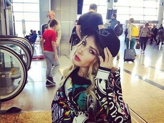 Эстрадная певица Юлия Самойлова сообщила оготовности эмигрировать из РФ