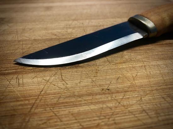 Подростка ранили ножом во время дуэли из-за девушки в Москве