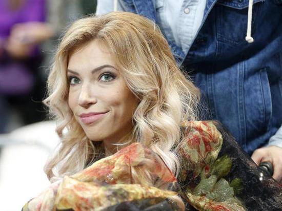 Заявляя об эмиграции из России, певица выложила в Инстаграм фото со своего отбытия на Евровидение