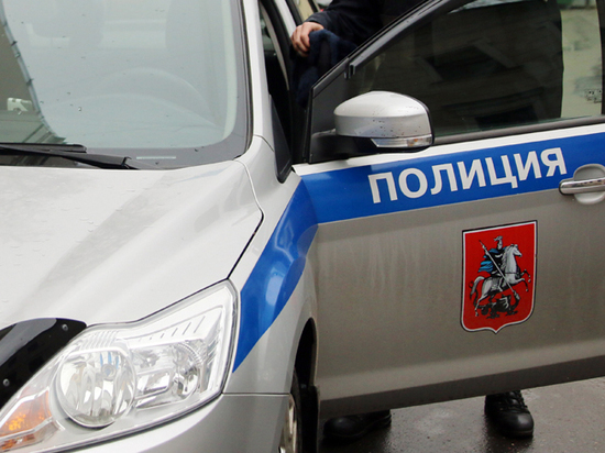Чарки Николая II украли из квартиры известного литератора