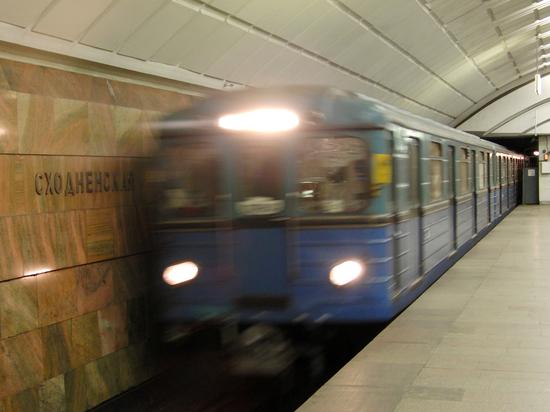 Юноша, сбитый поездом метро при попытке справить нужду, оказался сиротой