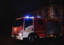 В Астрахани три часа тушили сильный пожар